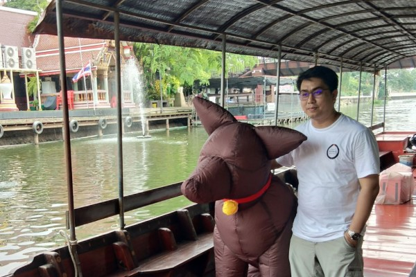 Inflatable dog on a boat in Thailand - World Animal Protection - Animals in disasters