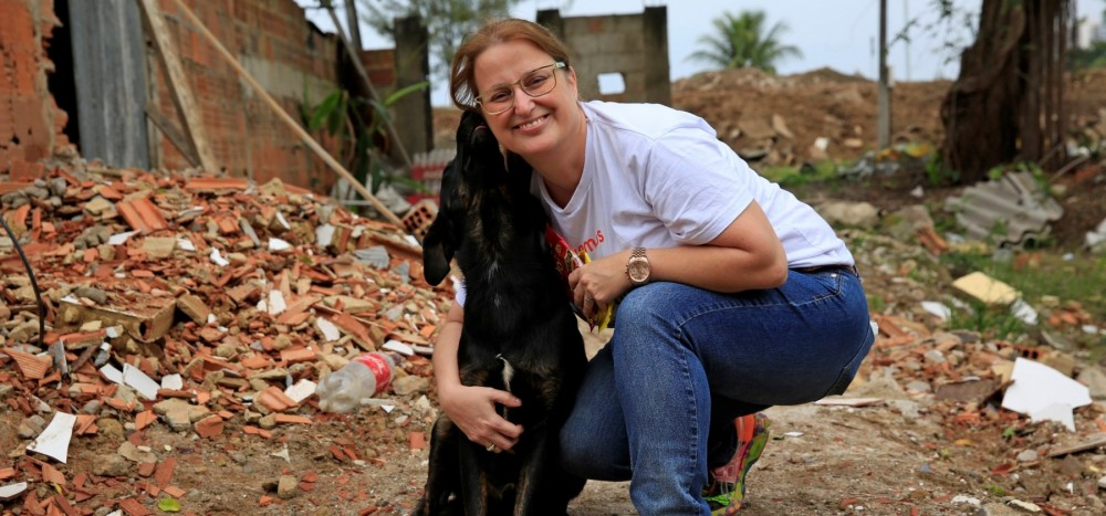 World Animal Protection-ansat med hund i Brasilien